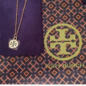 """🎉🎊🛍 TORY BURCH CHARM w/ GOLD 22"""" NECKLACE"""